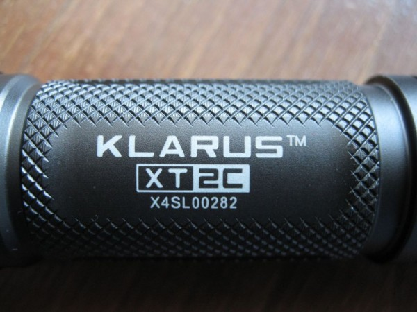 Klarus-XT2C-label-and-knurling
